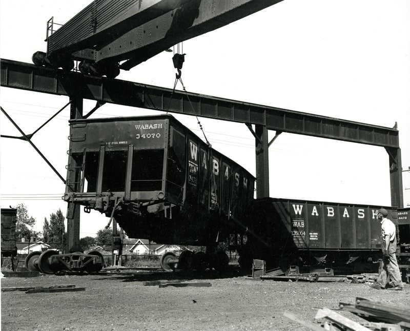 RR21-Wabash RR salvage operation of open top hopper Wabash 34070 at Decatur, Il007.jpg