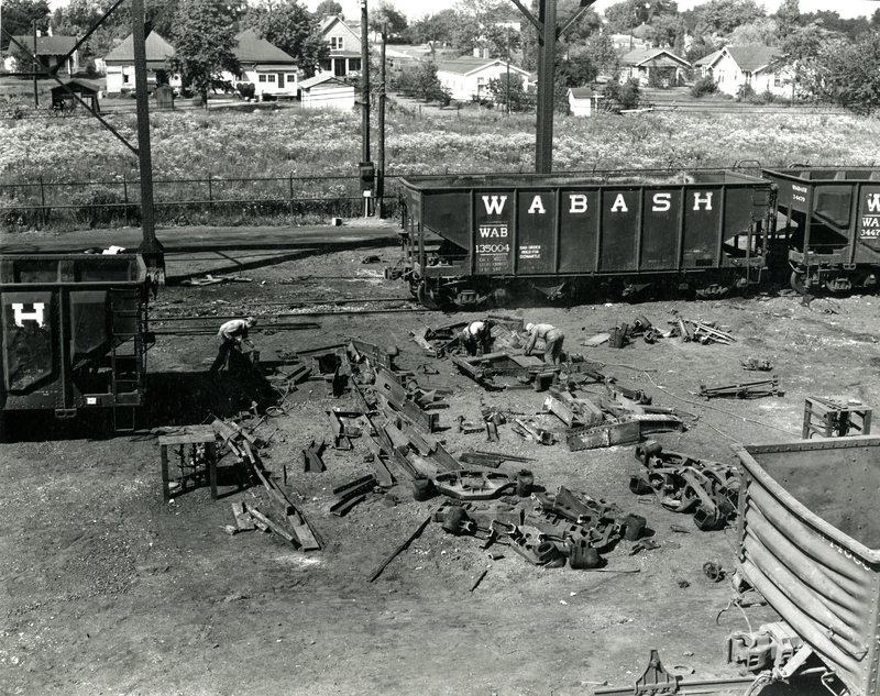 RR22-Wabash RR salvage operation of open top hopper Wabash 135004 at Decatur, Il008.jpg