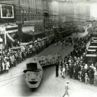 EV18-downtown_parade_c1920004.jpg