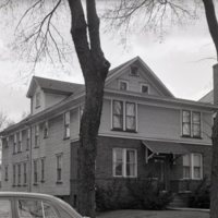 HO353-Houses_325_W_North_St_4-13-1952_072.jpg