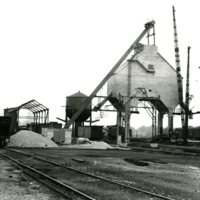 RR30-Wabash concrete coaling tower at Jasper St Decatur IL 9-26-37260.jpg