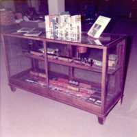 LB769-DECATUR PL, 247_E_NORTH_ST, DISPLAY_CASE, C1970S125.jpg