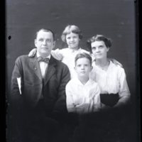 WS443-Ford_George-family_group034.jpg